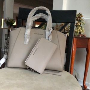 Michael Kors Ciara Lg Satchel with wallet 8181